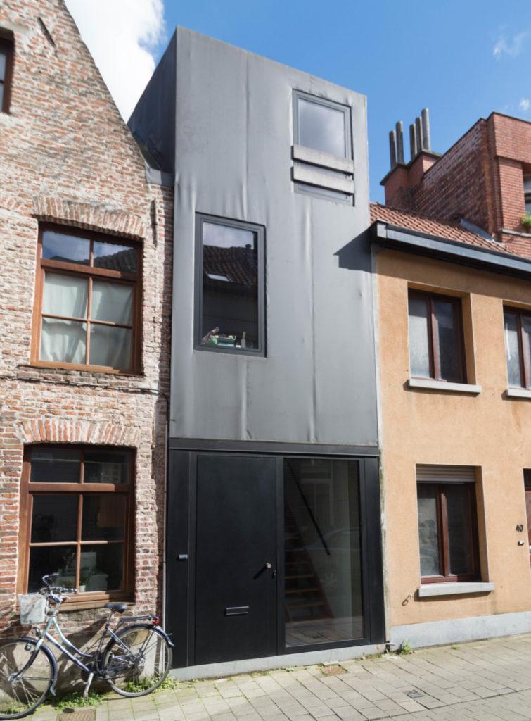 Gelukstraat 42. Foto Michel Vuijlsteke, juli 2016